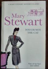 Touch Not the Cat, Hodder pb 2011. Illustr Robyn Neild, Gerd Hartung/akg-images