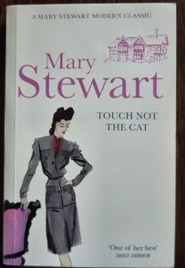 Touch Not the Cat, Hodder pb 2011. Illustr Robyn Neild, Gerd Hartung/akg-images