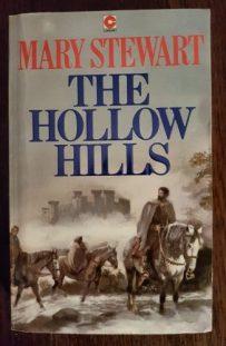 The Hollow Hills, Coronet pb 1983. Illustr NK